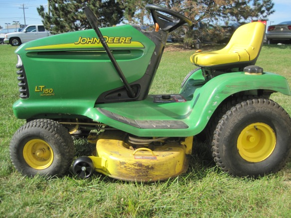 John deere lt150 riding lawn mowers car interior design - Lawn mower for small spaces decor ...