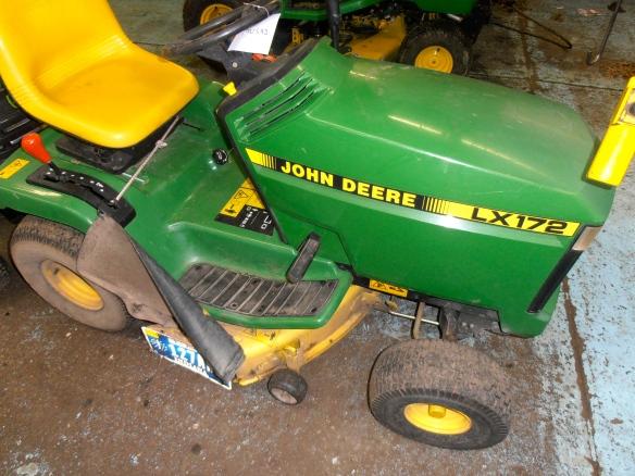 John Deere 172 Lawn Tractor : Replacing your john deere lx riding lawn mower blades